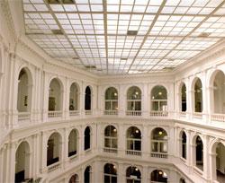 Lichthof Stabi Hamburg mit Decke. Foto: Otto Danwerth