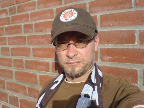 Paulifan Markus: rot-braun, Ton in Ton mit der Wand