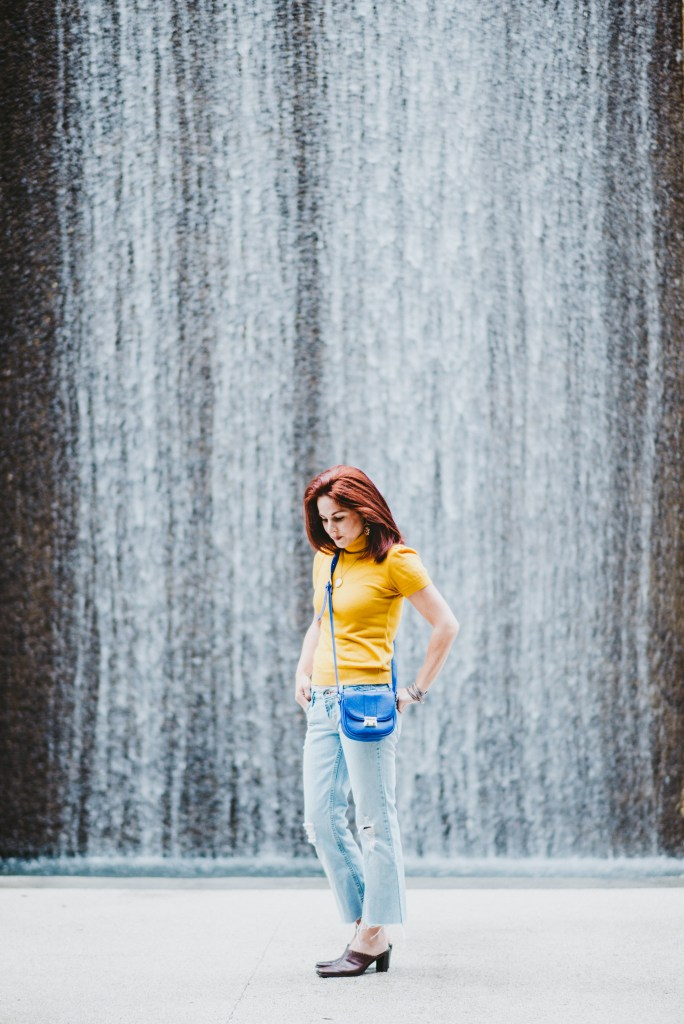 LIGHT WASH JEANS, CROPPED FLARE JEANS, YELLOW TOP, BLUE BAG, WATER WALL, HOUSTON, TEXAS, WATERFALL