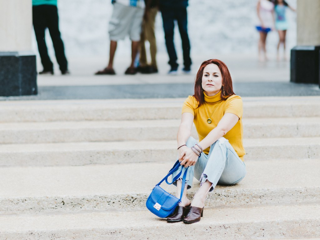 CROPPED FLARE JEANS, YELLOW TURTLENECK, BLUE CROSSBODY, BROWN MULES, HOUSTON WATER WALL, WATERFALL