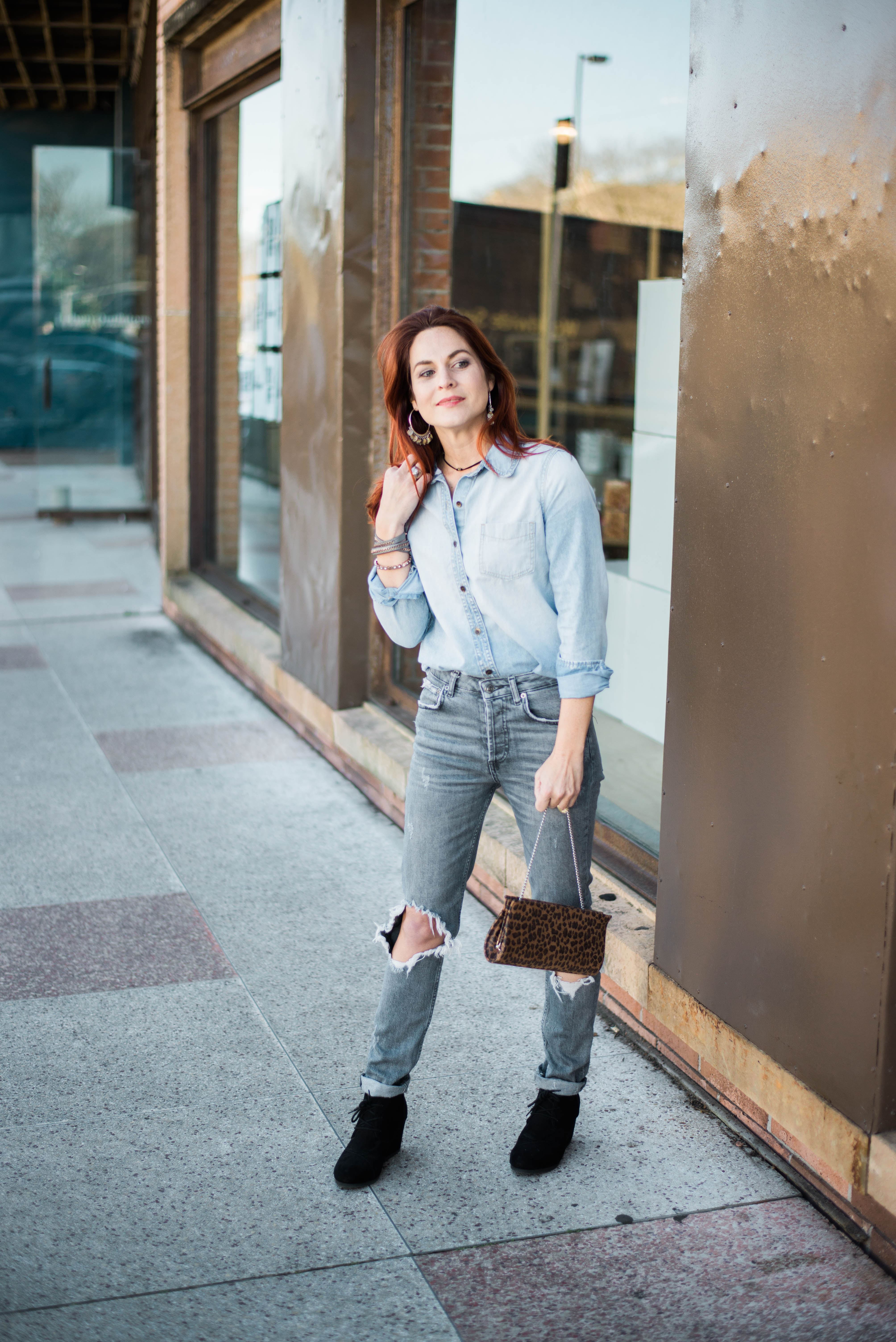 outfit ideas with pairing denim together, distressed jeans, light wash jeans, leopard bags, how to add leopard print to an outfit, denim on denim outfit inspiration