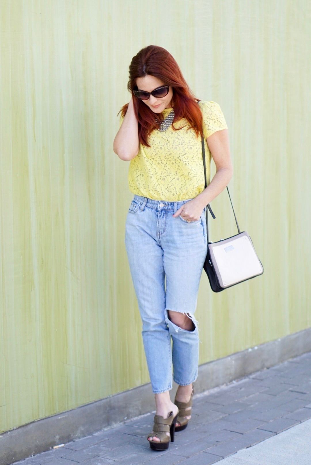 SPRING OUTFIT, YELLOW LACE TOP, LOFT, HIGH-WAISTED DENIM, OLD NAVY, CASUAL CHIC LOOK