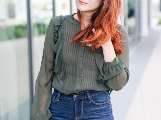 who what wear, olive green top, high waisted jeans, fall fashion