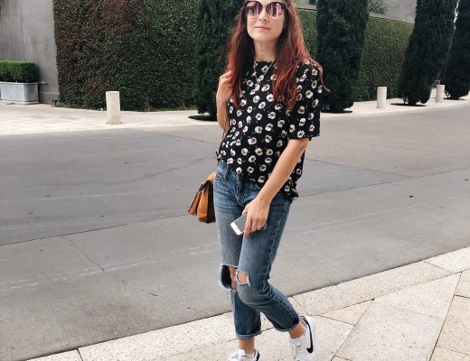 casual style, casual photos, sneakers, floral blouse