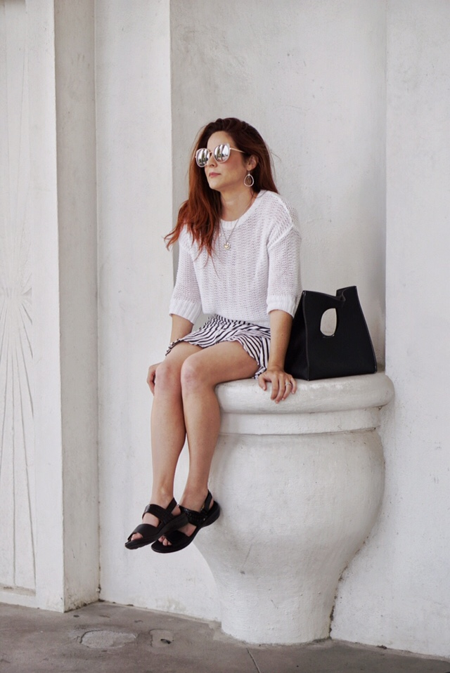 chic style, outfits with sandals, comfortable style, old navy style, revere footwear, black handbags, stripes