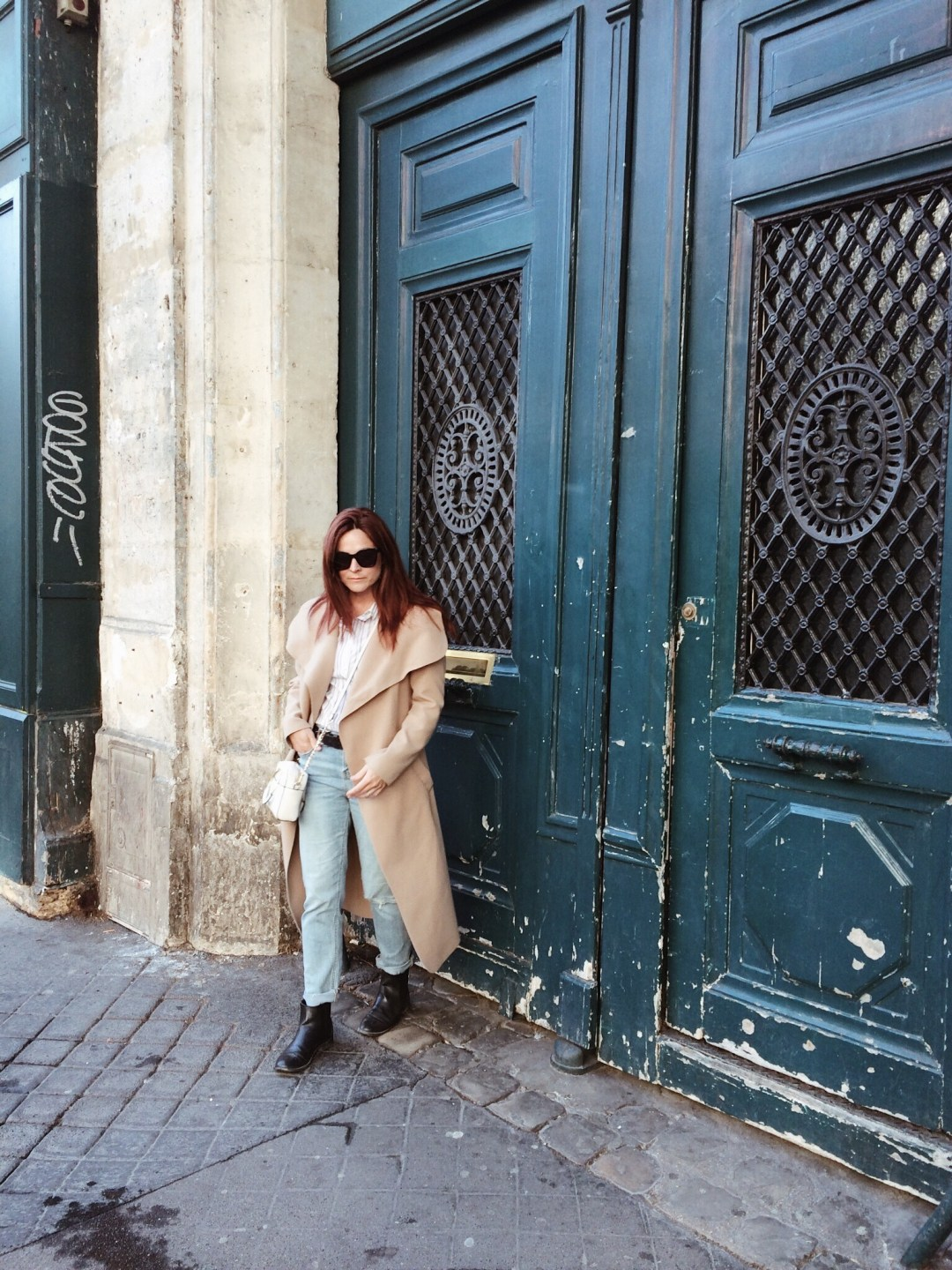 teal doors in paris, pretty doors in Paris, photo ops in Paris, wrapped trench coat, distressed boots, chelsea boots, striped shirt