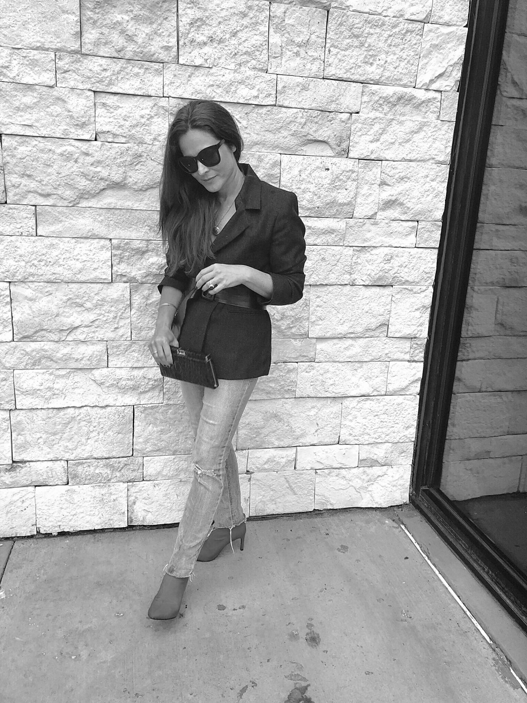 black and white fashion photos, bloggers, blazer and jeans outfits, black sunglasses