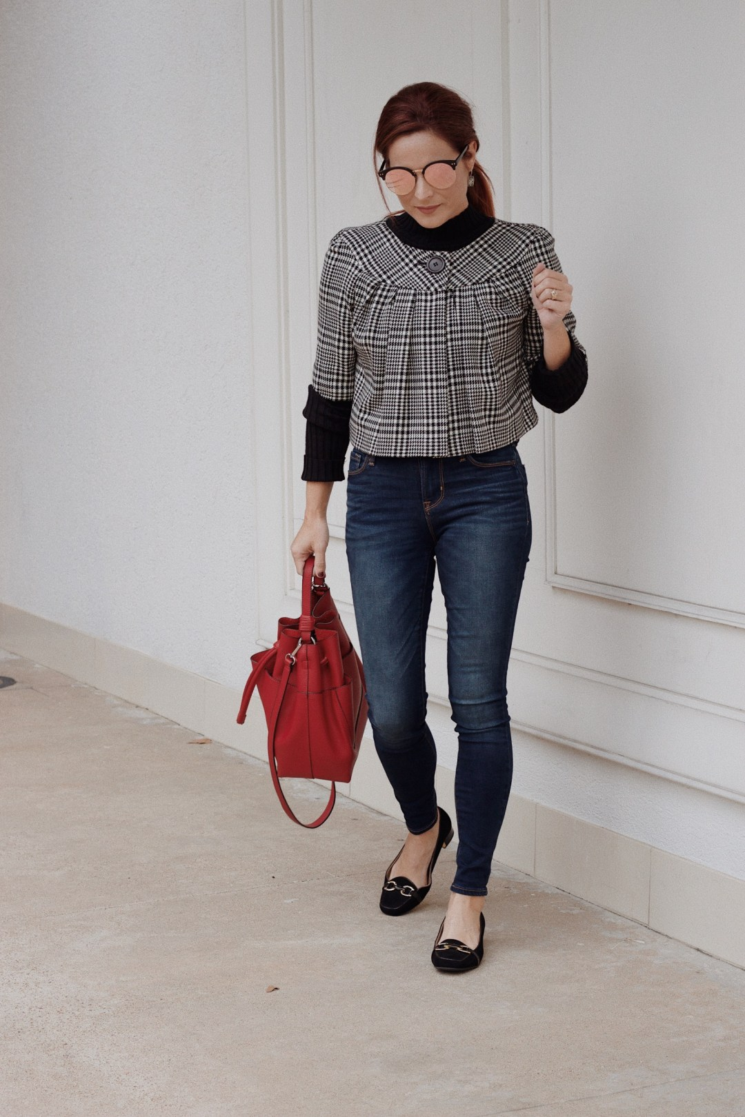 Audrey Hepburn style, chic outfits, loafers with jeans, classic blazers