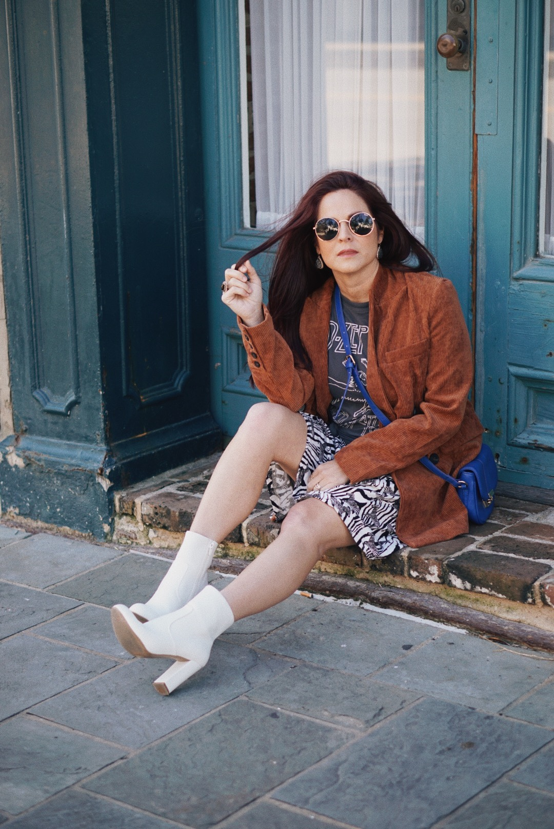 rust corduroy outfit ideas, animal print outfits, white block heeled boots, blue bag outfits, band tshirt outfits