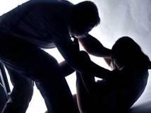 हवस का शिकार बनी मासूम, पत्नी बच्चो के सामने करता था बलात्कार