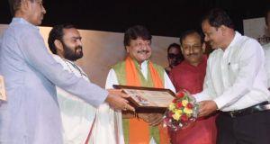 Jai Nagdha honored  by Indore Press Club