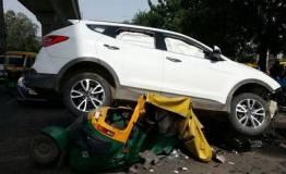 गुड़गांव में गैंगवॉर : कार पर खुलेआम  चलाई गोलियां