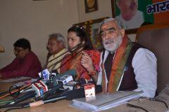 अखिलेश सरकार में न कोई कानून है न व्यवस्था : भाजपा