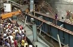 कोलकाता:  फ़्लाईओवर के गिरने से 18 की मौत, हेल्पलाइन नंबर जारी