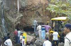 छिंदवाड़ा: शिव मंदिर पर गिरी चट्टान, 3 की मौत