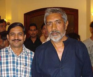 khandwa theater artist vijay soni with Prakash Jha