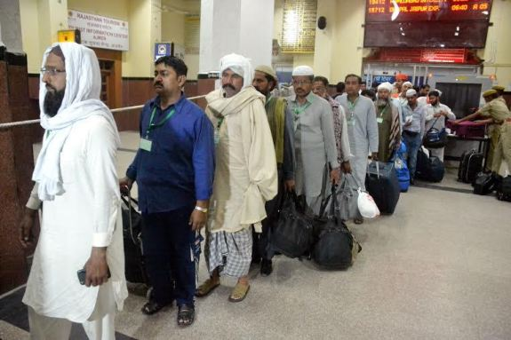 Pak Group arrived in Ajmer , Garib Nawaz will present sheet 1