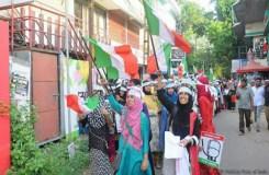 चुनाव प्रचार करतीं मुस्लिम लड़कियां, सोशल मीडिया पर बहस