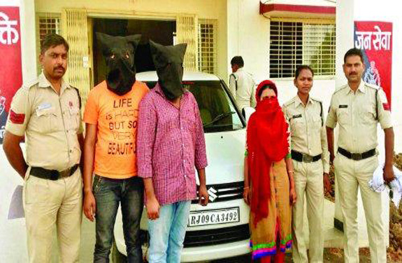 woman husband and brother,along with driver robbed arrested in harda