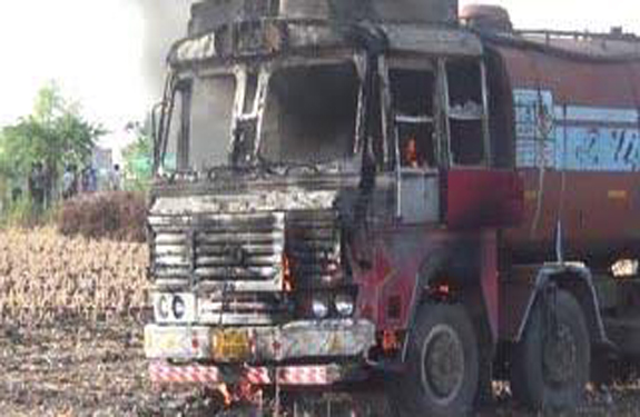 badwani_tanker-burned by rural