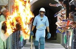 'अजहर' पूर्व क्रिकेटर रवि शास्त्री को लेकर विवादों में