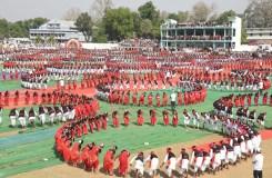 PHOTO: आदिवासियों के लोक नृत्य 'कर्मा' ने बनाया 'वर्ल्ड रिकार्ड'