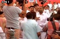 टोपी नहीं उतारी तो भाजपा पार्षद ने AAP पार्षद को पीटा