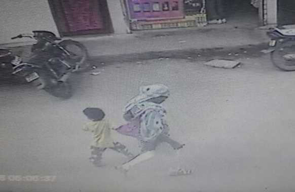 Indore, kidnapping, CCTV, Camera, Capture, innocent, Madhya Pradesh, Khajrana, temple, Police