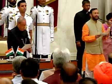 modis-new-minister-takes-oath