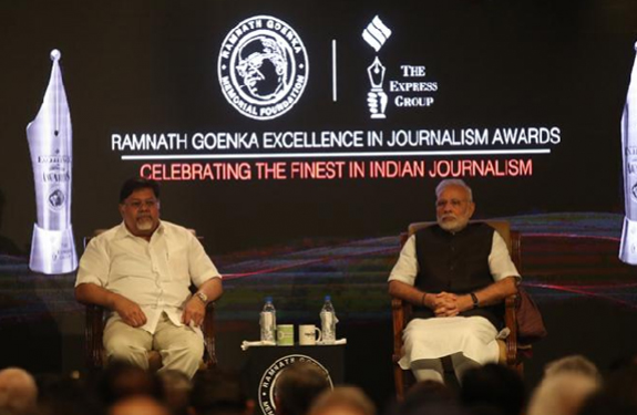 akshaya-mukul-boycotts-the-awards-from-pm-modi
