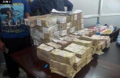 नोटबंदी: पुलिस ने किये करीब 93 लाख रुपये बरामद