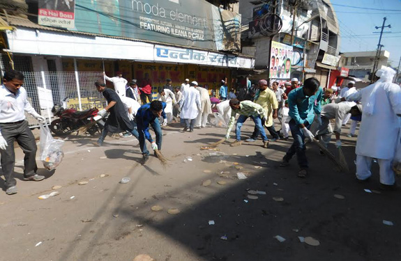 hygiene-message-in-jashn-e-eid-e-milad-un-nabi-juloos-at-khandwa