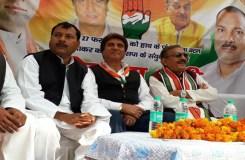 गुजरात के दो अपराधी देश को दे रहे झांसा- राज बब्बर