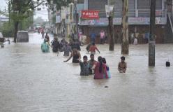 गुजरात में बाढ़ से 111 मौतें, पानी के बीच से निकाले गए 36 हजार लोग