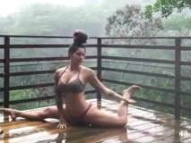 बारिश में योगा करती बिकिनी गर्ल, पूर्व IPS ने शेयर किया वीडियो