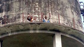 पानी की टँकी पर चढे बहु और ससुर, कहा BJP विधायक ने जमीन छीनी