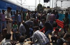 पुष्पक एक्सप्रेस में बम की सूचना, जांच के बाद ट्रेन रवाना