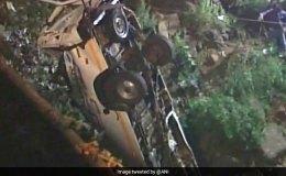 महाराष्ट्र के कोल्हापुर में नदी में गिरी बस, 13 लोगों की मौत