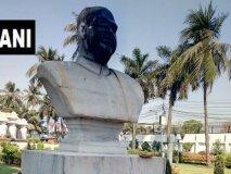 कोलकाता में तोड़ी गई श्यामा प्रसाद मुखर्जी की मूर्ति, पोती कालिख