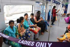 हैदराबाद मेट्रो में लगाया महिलाओं के लिए विशेष कोच