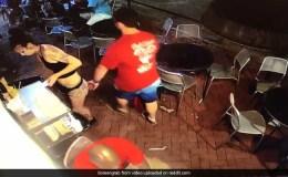 Viral Video: रेस्टोरेंट में महिला वेटर के साथ शख्स ने किया ये काम , फिर जो हुआ वो….