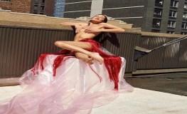 नग्न होने ने नही शर्माती ये अभिनेत्री, फोटोशूट मे पार की सारी हदे