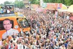 मुख्यमंत्री की जन आशीर्वाद यात्रा से अफसरों की नाक में दम, नेताओं की चांदी