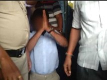 पुलिस की मौजूदगी में ABVP कार्यकर्ताओं ने घुटनों के बल बिठाकर मंगवाई माफी