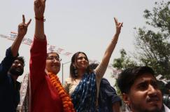 AAP उम्मीदवार आतिशी के लिए प्रचार करने पहुंची स्वरा भास्कर