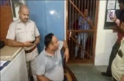 ट्रेन हादसे को कवर करने गए पत्रकार को GRP ने जमकर पीटा, मुंह में पेशाब करने का भी आरोप