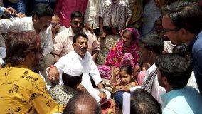 खंडवा : पीड़ित परिवारों से मिलने पहुंचे स्वास्थ्य मंत्री, दिया मदद का भरोसा