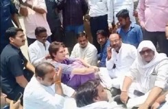 प्रियंका गांधी हिरासत में ली गईं, कार्यकर्ताओं का हंगामा