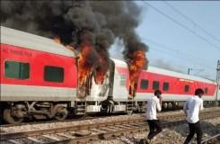 तेलंगाना एक्सप्रेस में लगी आग, सभी यात्री सुरक्षित