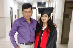 जानिए सीनियर बेटी के कॉलेज में जूनियर पिता की  दिलचस्प कहानी